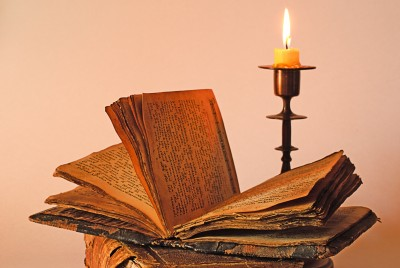 聖書と燭台