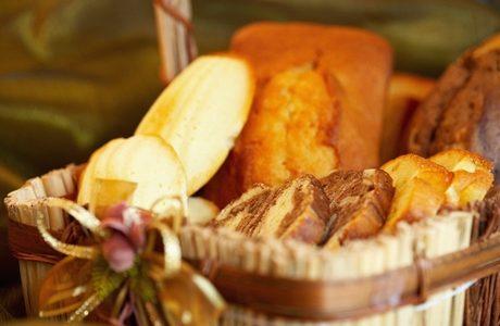 かごに入ったパン