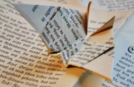 本と折り紙