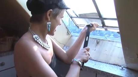 パリのアパルトマンの屋根の窓