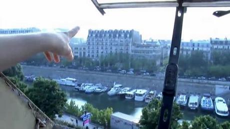 パリのアパートの窓