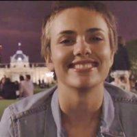 笑顔のカミーユ