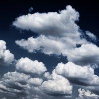 嵐の前の雲