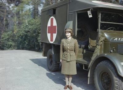 エリザベス女王1945年