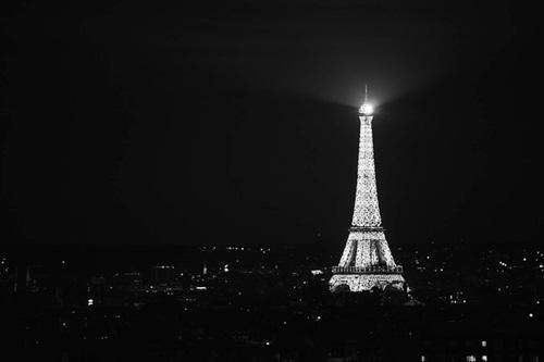 パリで同時多発テロ。120人を超える死者