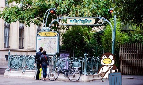 ペン、パリ観光中