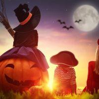 ハロウィンを楽しむ子どもたち。