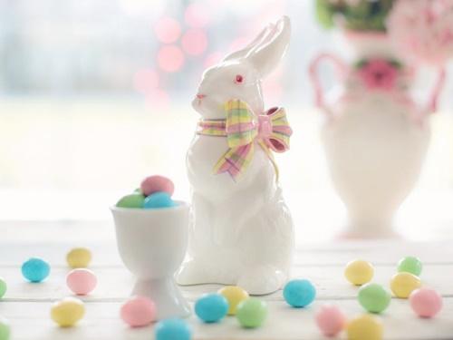 イースターのウサギのフィギア