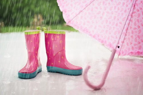 ピンクのレインブーツ