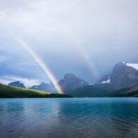 虹のかかった湖