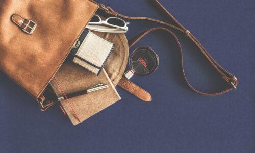 女性のバッグ